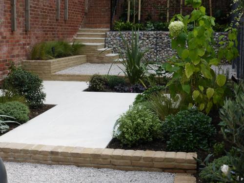 Narrow Garden Design in London: Beautiful gardens that don't feel thin