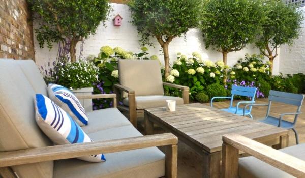 Traditional Courtyard Garden Design London